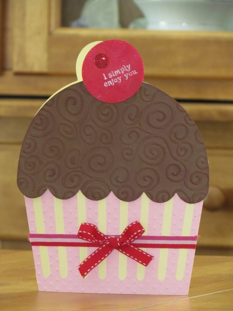 Jumbo Cupcake Card made with Cricut Sweet Treats