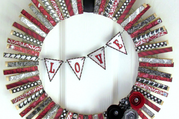 Valentines-Clothespin-Wreath