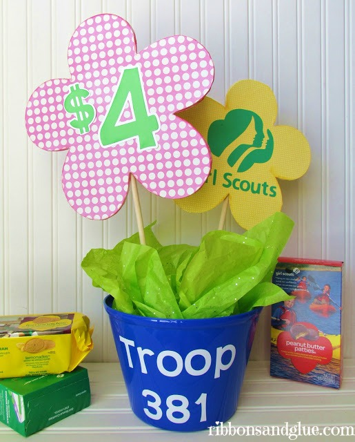 Girl Scout Cookie Booth Decorations. DIY Girl Scout Cookie Booth decorations, cute table decorations and cookie banner made with felt.