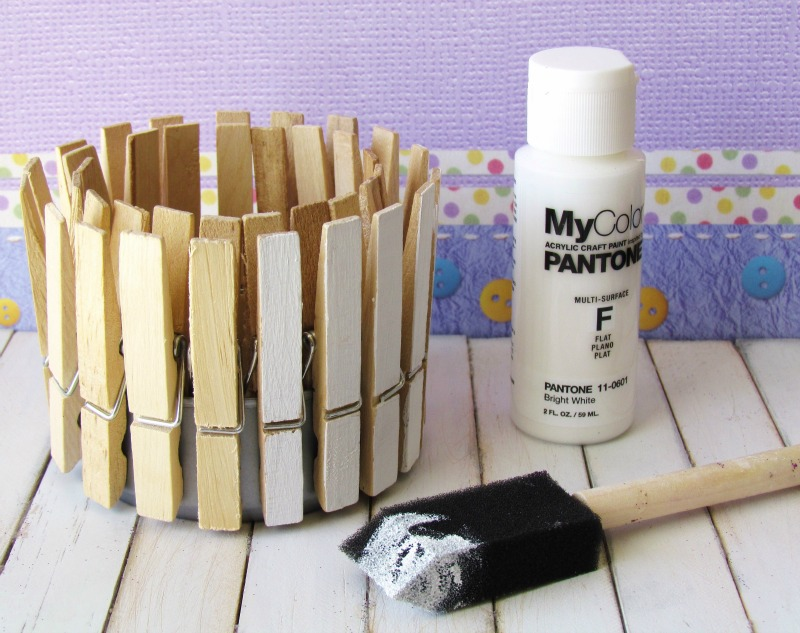 Painted clothespins to make Clothespins Decor
