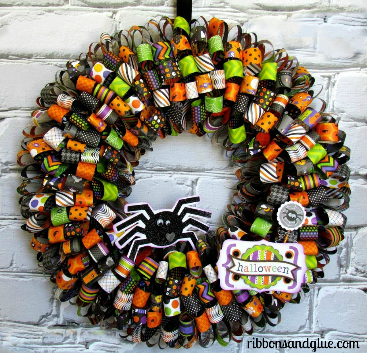 How to make a Paper Ribbon Wreath for Halloween