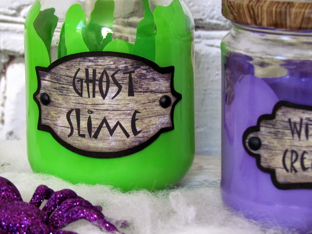 How to make Spooky Halloween Jars from up-cycled jars, paint and spooky labels. Easy Halloween DIY craft.