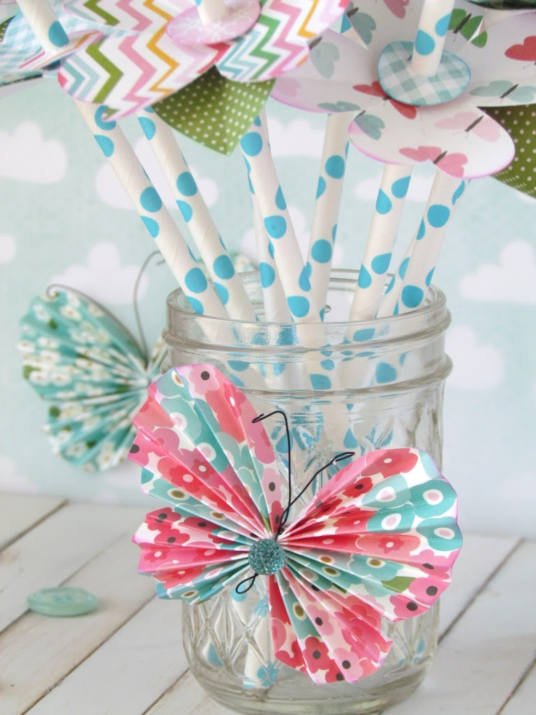 Pretty Paper Straw Blossoms made with paper flowers adhered on to paper straws. Simple and pretty table centerpiece idea.