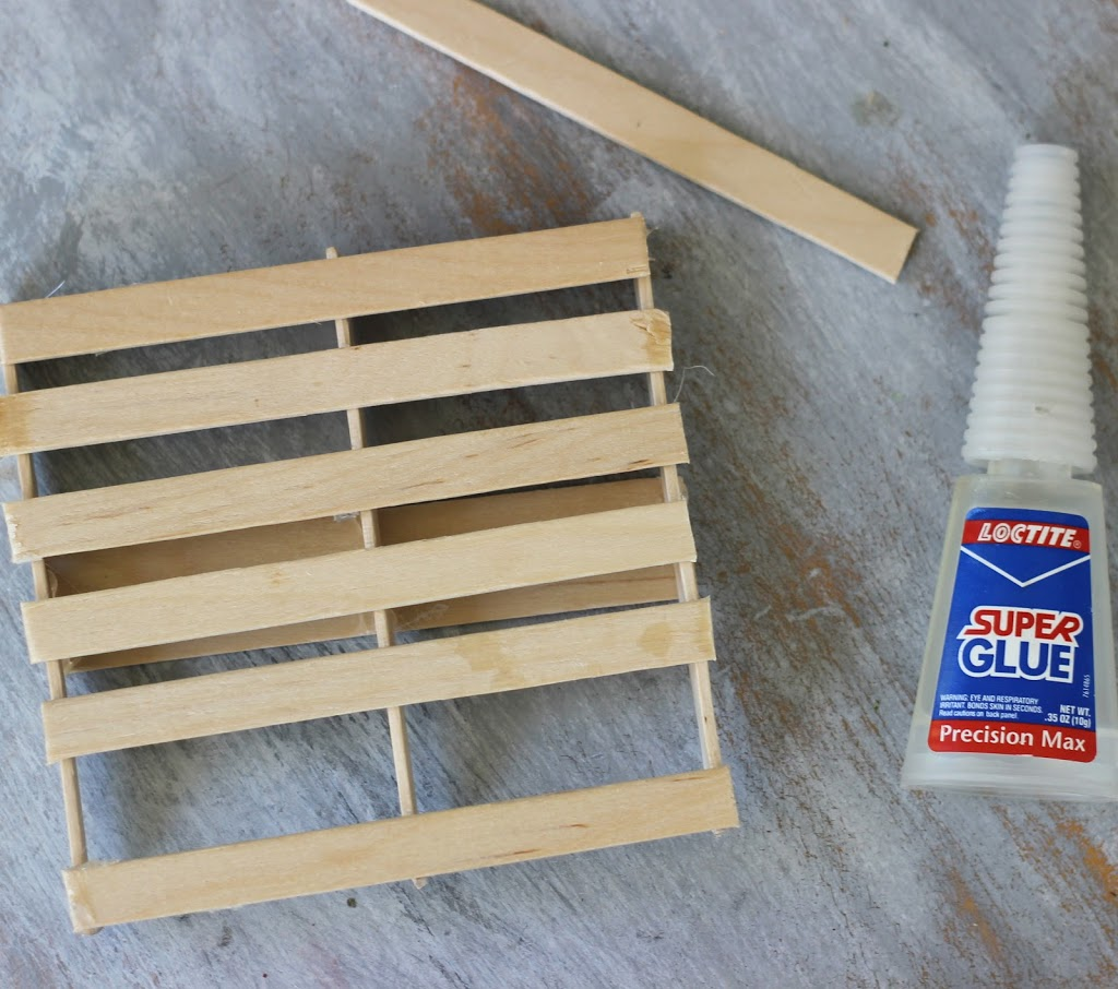 How to make a Mini Pallet with Popsicle sticks and super glue