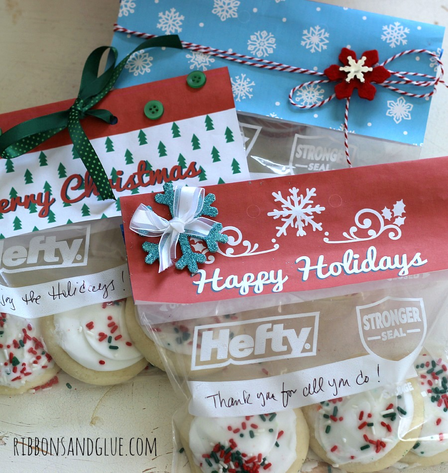 Printable Holiday Treat Bag Toppers. Fill up Heft Bags with treat , print off holiday topper and give!