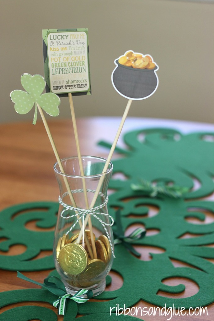 Simple St Patrick's Day centerpiece made with @echoparkpaper Lucky You Mini Kit