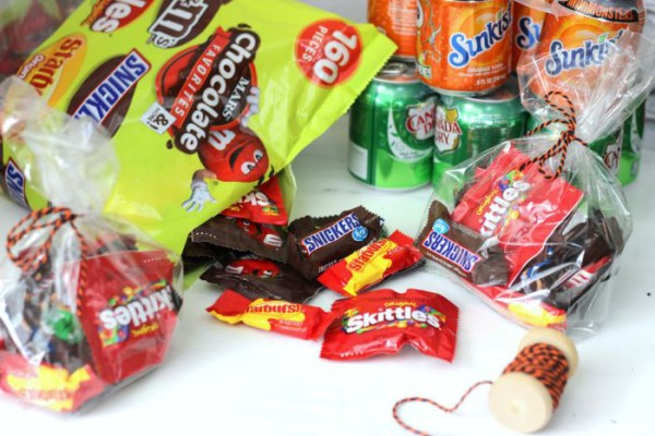 Bag up Mars Candy to make up easy Halloween BOO Kit and Printable!