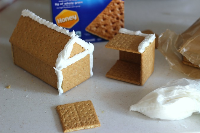 Building a Holiday Gingebread House out of Graham Crackers