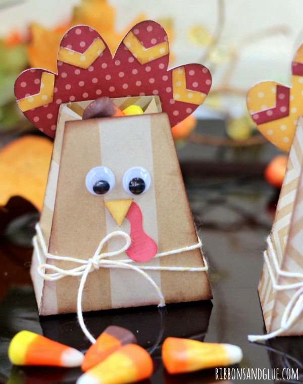 Turkey Treat Bags made with Silhouette are perfect for the little ones table. Could also be personalized as a place setting.
