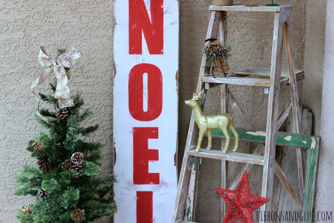 DIY painted NOEL Sign. Easy sign to make and makes a beautiful Christmas statement too!