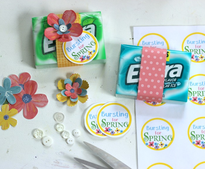 How to layer paper flowers to make pretty flower embellishments with buttons