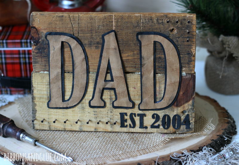 DIY Pallet Sign for Dad made with Silhouette Cameo and pallet wood