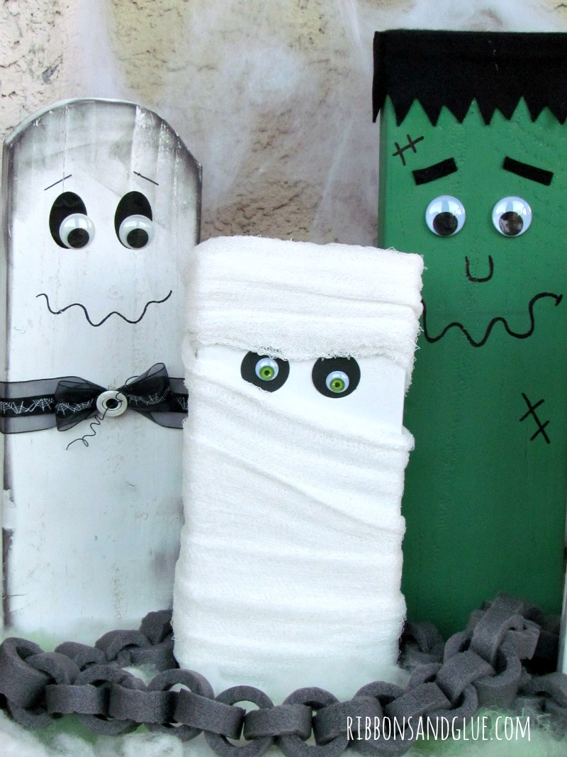 Halloween Family created ot of scrap wood, painted and decorated as Halloween Monsters. Easy and fun Halloween DIY project for the whole family to make.