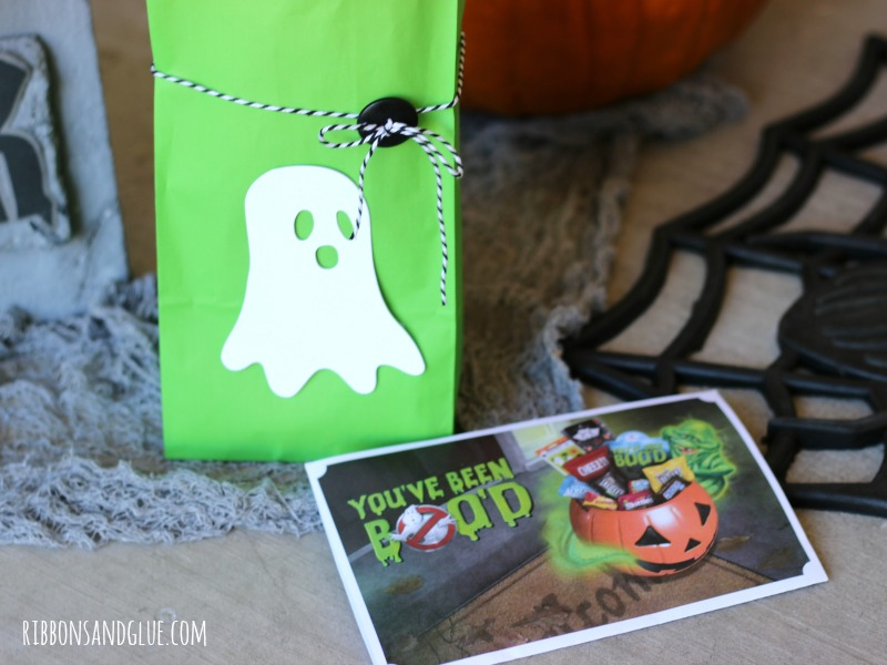 BOO your neighbors with this Glow in the Dark BOO Kit filled with candy and a glow in the dark ghost on the front made with heat transfer vinyl and paper.