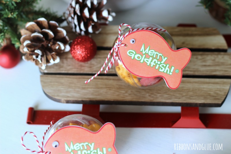 Goldfish Crackers Christmas Ornaments. Fill up plastic ornaments with Goldfish crackers and attach tag.