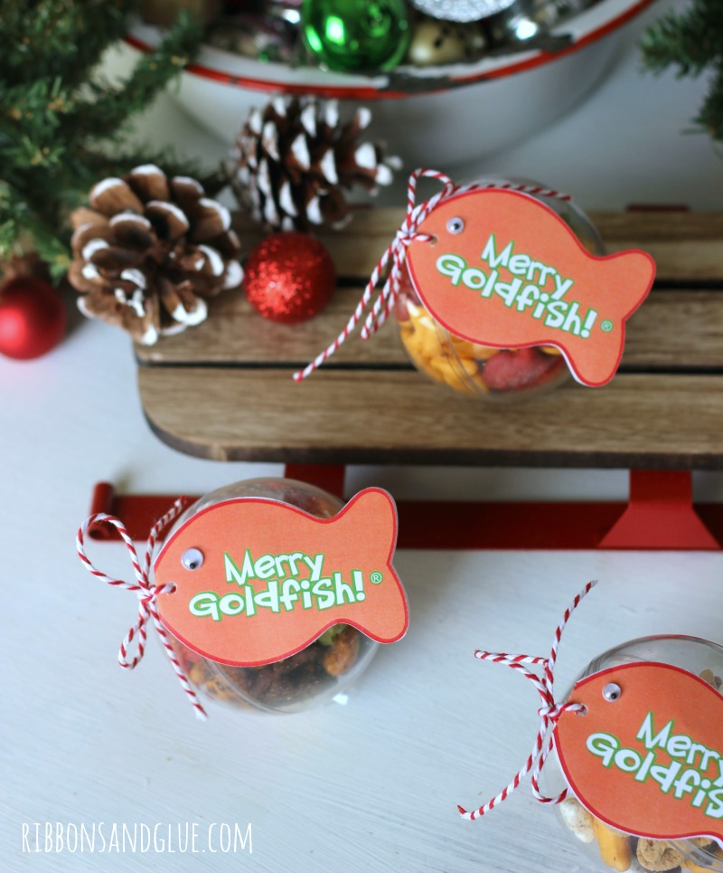 Goldfish Cracker Christmas Ornaments. Fill plastic ornaments with Goldfish Crackers then print off Merry Goldfish Tags