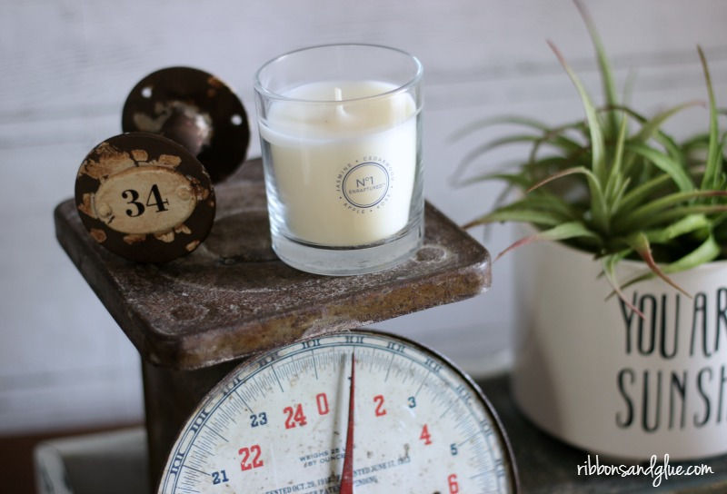 Glade Candle White