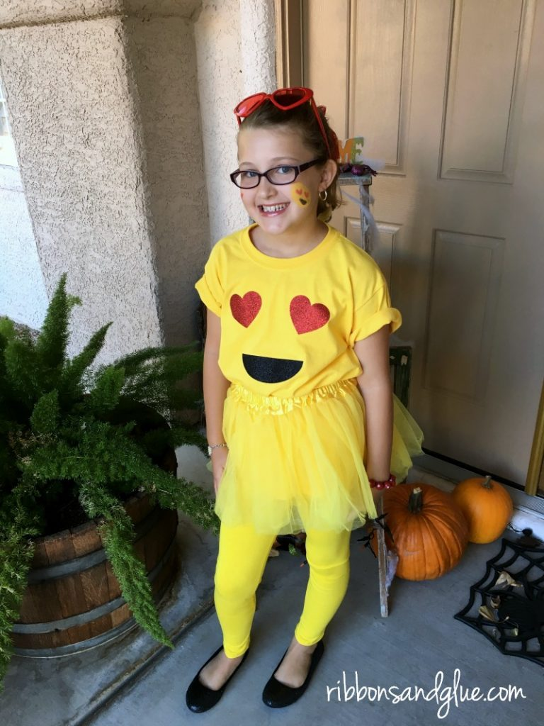 Easy Emoji Halloween Costume. DIY Emoji shirt made with heat transfer vinyl