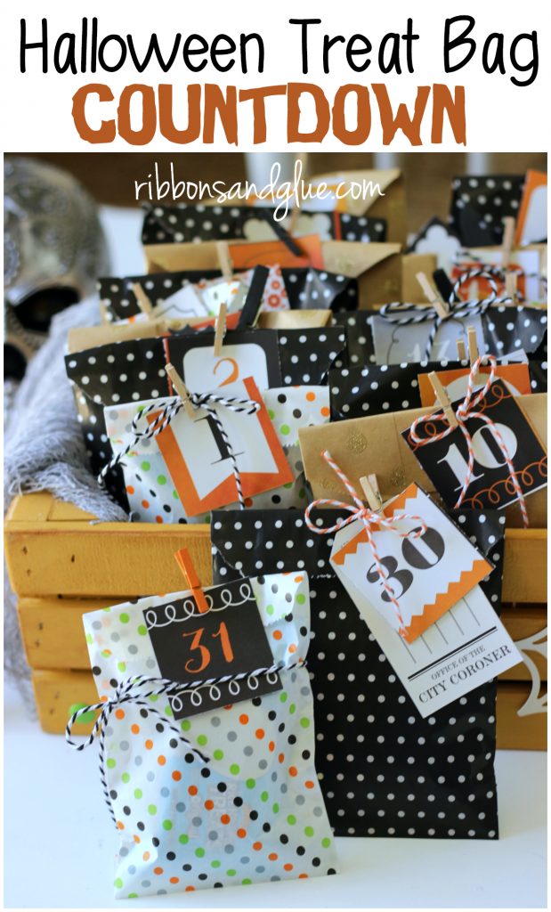 Easy Halloween Treat Bag Countdown. Countdown the excitement of Halloween by making a Halloween Treat Bag Countdown filled up with lunch box sized treats. #ad #SnackItAndPackIt, #SeasonalSolutions