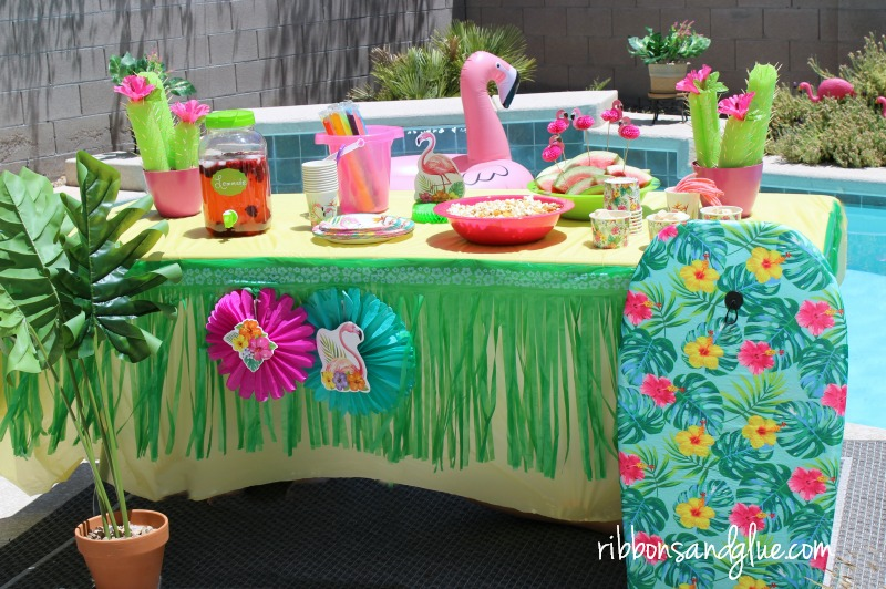 Flamingo Pool Party table for Summer fun